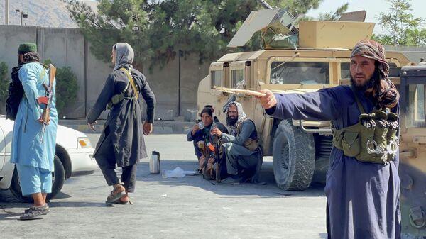 Боевики Талибана* в районе аэропорта Кабула
