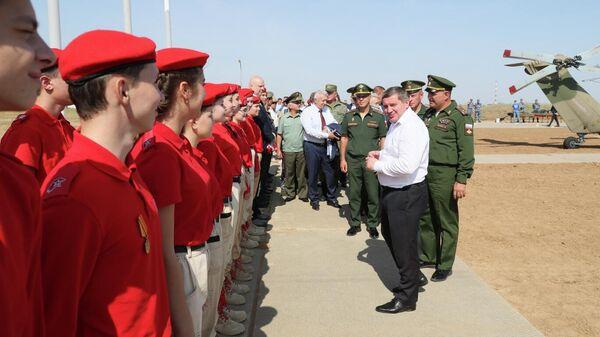 Волгоградский губернатор оценил военную технику на форуме Армия-2021