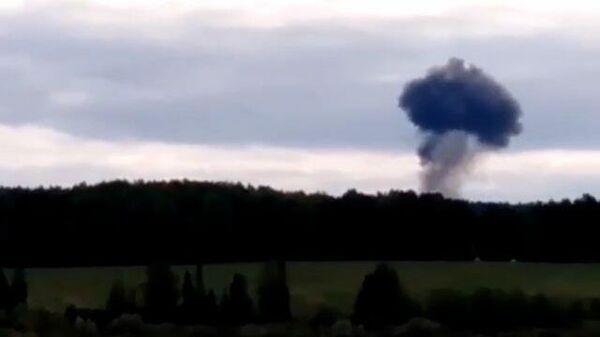 Момент падения Су-24 под Пермью. Видео очевидцев