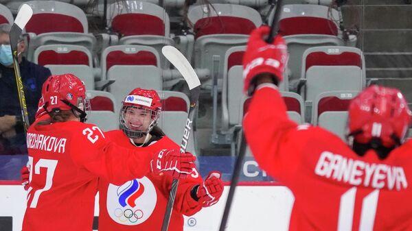 Вероника Коржакова (слева)