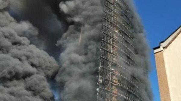 Кадры пожара в небоскребе в Милане
