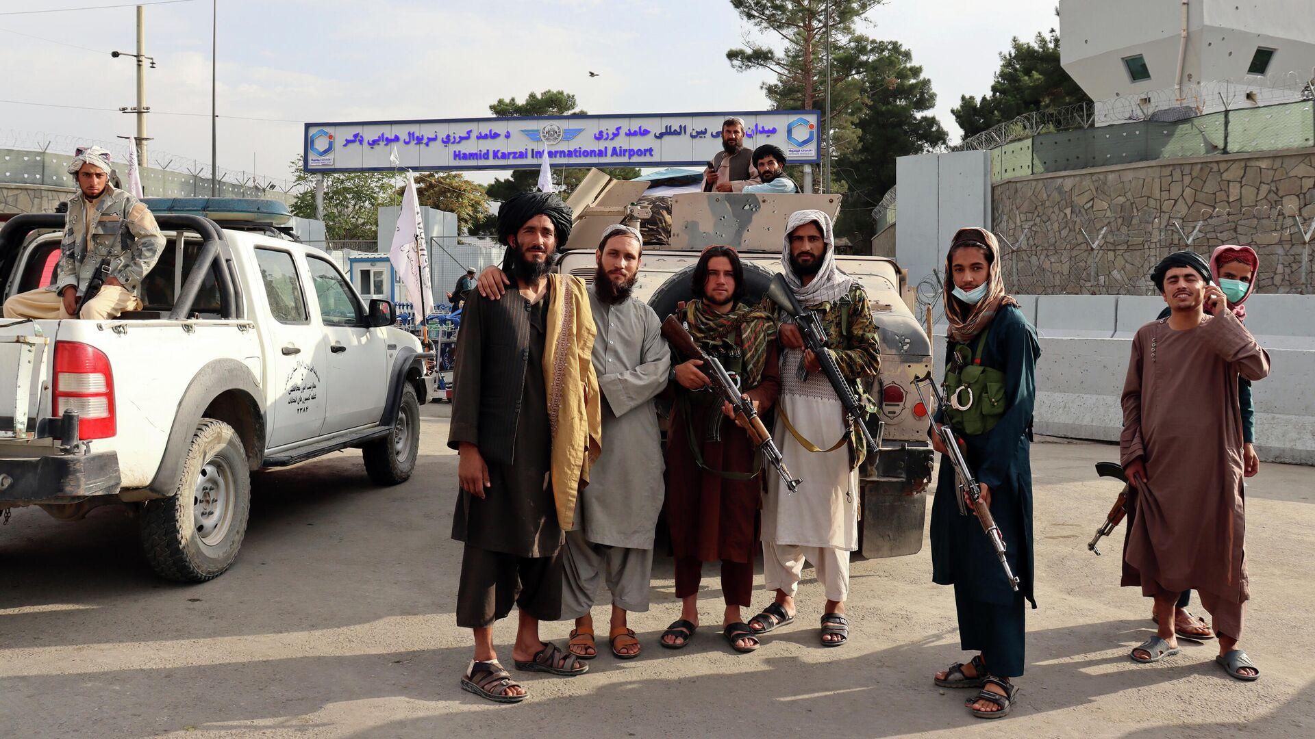 Талибы* в аэропорту Кабула - РИА Новости, 1920, 31.08.2021