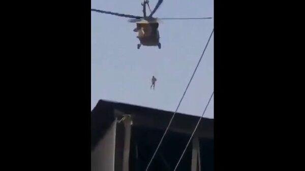 Кадры с вертолетом, облетающим афганский Кандагар