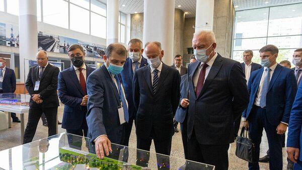 Николай Патрушев и Александр Дрозденко в рамках совещания в СПбГМТУ