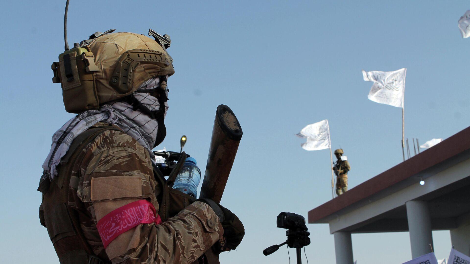 Боец Талибана* в городе Лашкаргах - РИА Новости, 1920, 13.09.2021