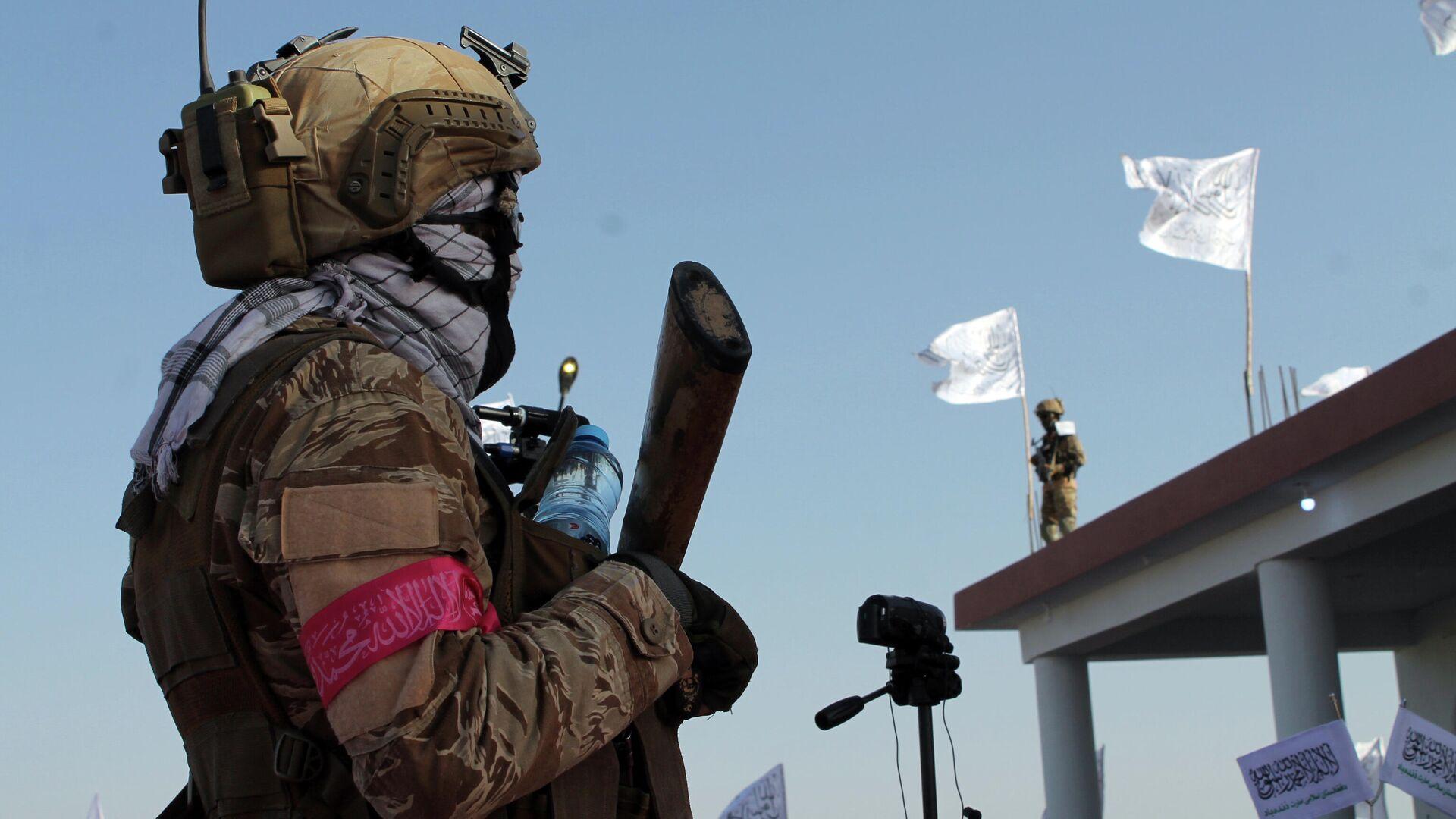 Боец Талибана* в городе Лашкаргах - РИА Новости, 1920, 01.09.2021