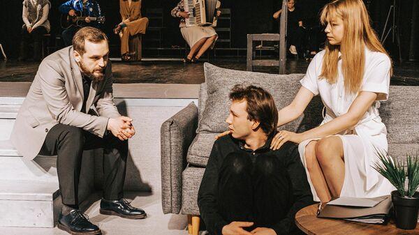 Сцена из премьерного спектакля Обыкновенная история