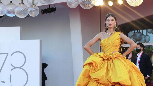 Итальянская модель Бьянка Балти на 78-м Венецианском международном кинофестивале