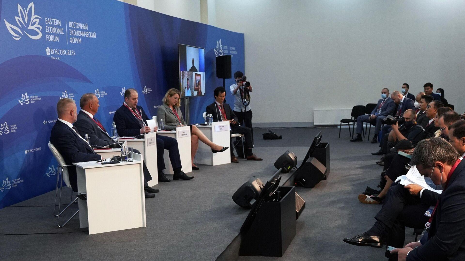 Участники сессии Бизнес-диалог Россия - АСЕАН на ВЭФ-2021 - РИА Новости, 1920, 02.09.2021