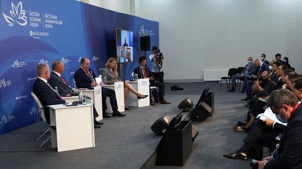 Участники сессии Бизнес-диалог Россия - АСЕАН на ВЭФ-2021