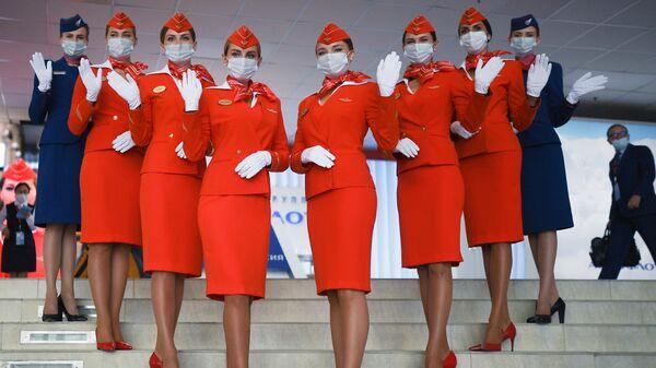Стюардессы авиакомпании Аэрофлот на выставочной экспозиции в рамках Восточного экономического форума во Владивостоке