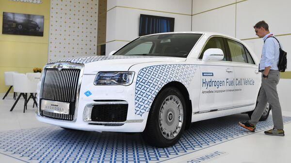 Автомобиль Aurus Senat с водородным двигателем, представленный в павильоне AURUS в рамках Восточного экономического форума