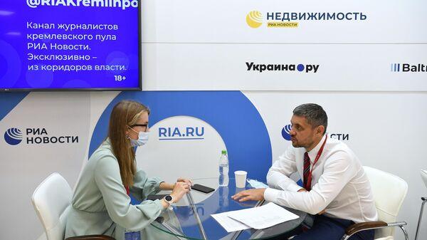 Губернатор Забайкальского края Александр Осипов во время интервью на стенде Международного информационного агентства Россия сегодня на Восточном экономическом форуме