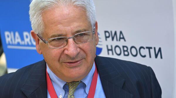 Глава Американской торговой палаты в России Алексис Родзянко во время интервью на стенде МИА Россия сегодня на Восточном экономическом форуме