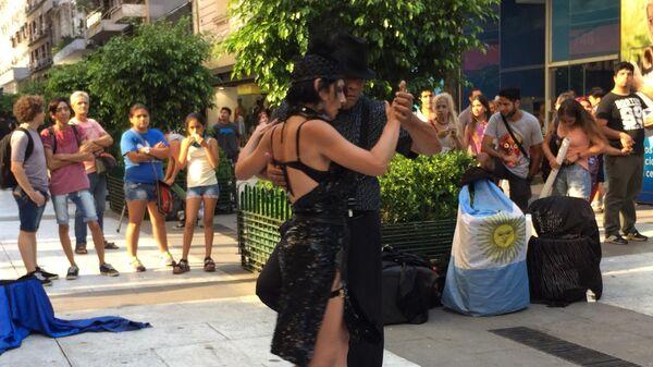 Танцоры на улице Буэнос-Айреса
