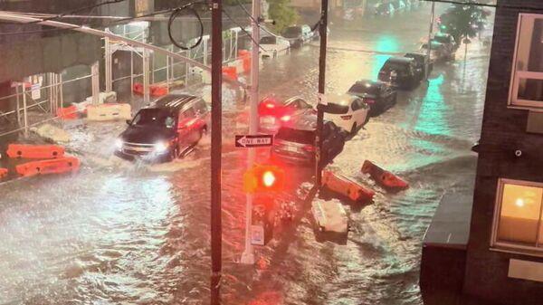 Затопленная улица в Уильямсберге, Бруклин, Нью-Йорк