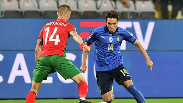 Soccer Football - World Cup - UEFA Qualifiers - Group C - Italy v Bulgaria - Stadio Artemio Franchi, Florence, Italy - September 2, 2021  Italy's Federico Chiesa in action with Bulgaria's Anton Nedyalkov REUTERS/Jennifer Lorenzini