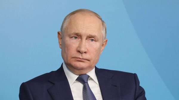 Президент РФ Владимир Путин на встрече в формате видеоконференции с модераторами и спикерами сессий Восточного экономического форума во Владивостоке