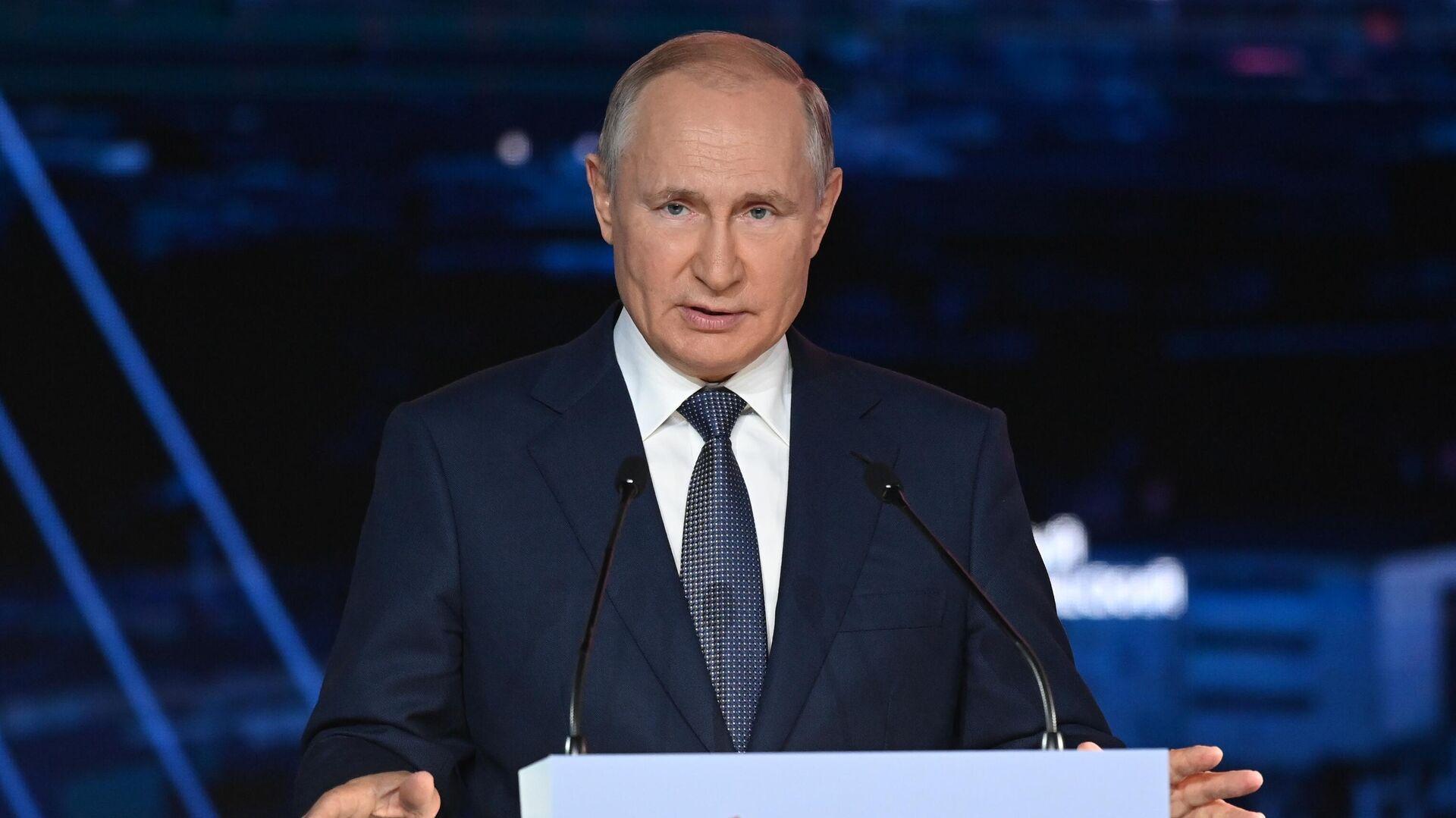 Президент РФ Владимир Путин выступает на пленарном заседании в рамках Восточного экономического форума во Владивостоке - РИА Новости, 1920, 03.09.2021