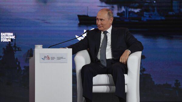 Президент РФ Владимир Путин на пленарном заседании в рамках Восточного экономического форума во Владивостоке