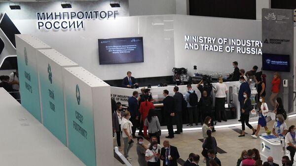 Стенд Минпромторга России в экспозиции выставки на площадке кампуса Дальневосточного федерального университета в рамках VI Восточного экономического форума (ВЭФ-2021) во Владивостоке