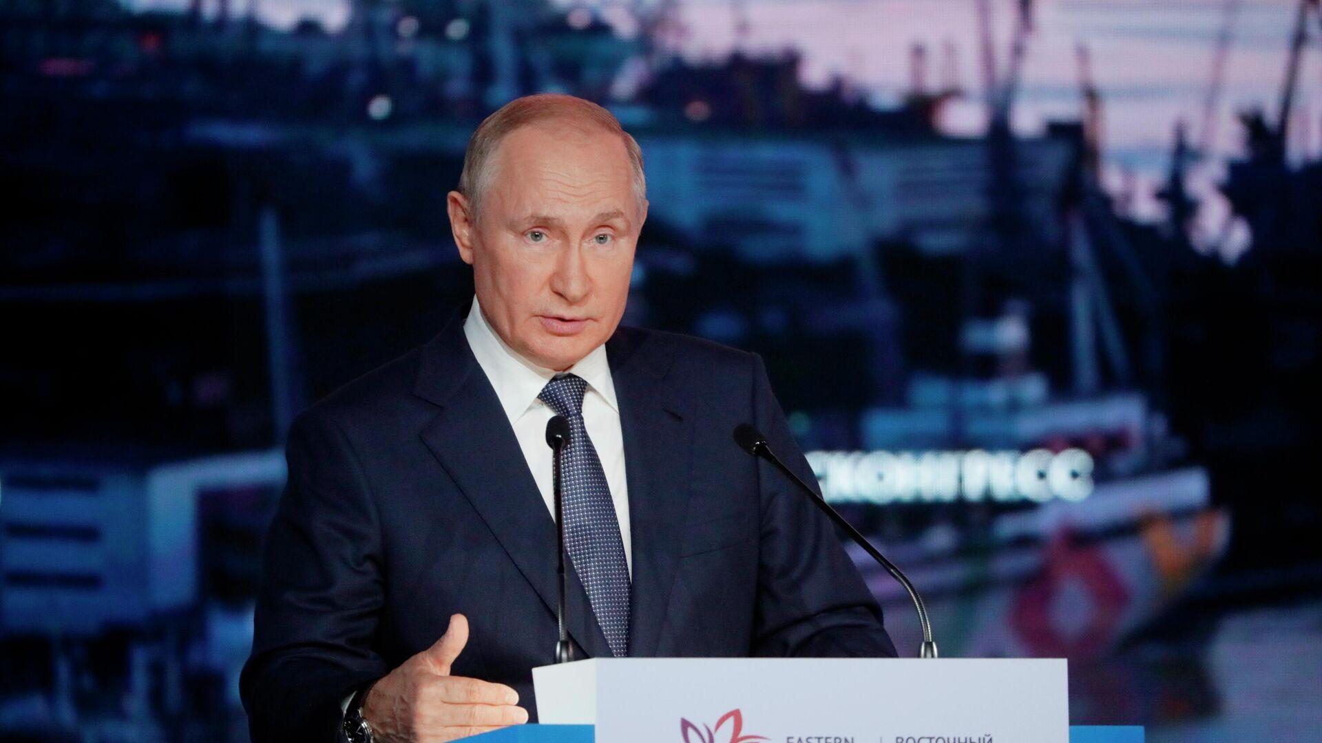 Президент РФ Владимир Путин выступает на пленарном заседании в рамках Восточного экономического форума во Владивостоке - РИА Новости, 1920, 10.09.2021