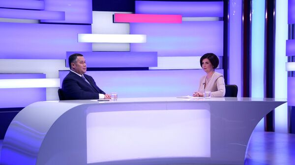 Губернатор Тверской области Игорь Руденя во время интервью в эфире телеканала Россия 24 Тверь