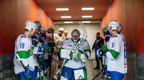 Хоккеисты уфимского Салавата Юлаева перед матчем КХЛ