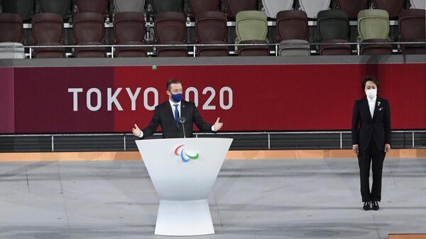 Президент Международного паралимпийского комитета Эндрю Парсонс выступает на торжественной церемонии закрытия XVI летних Паралимпийских игр в Токио.