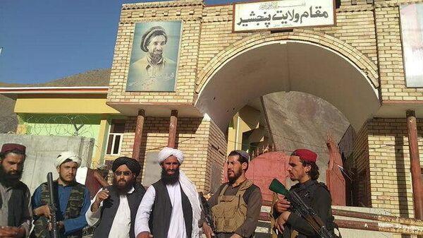 Вид на ворота администрации губернатора провинции Панджшер