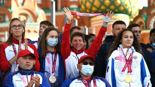 Спортсмены паралимпийской сборной России на концерте в их честь на Красной площади в Москве.