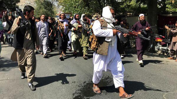 Боевики Талибана* на улице Кабула