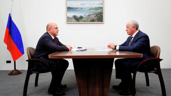 Председатель правительства РФ Михаил Мишустин и губернатор Саратовской области Валерий Радаев