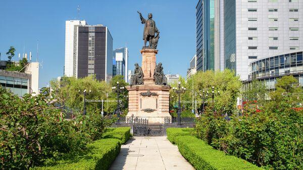 Памятник Христофору Колумбу на проспекте Пасео-де-ла-Реформа в Мехико