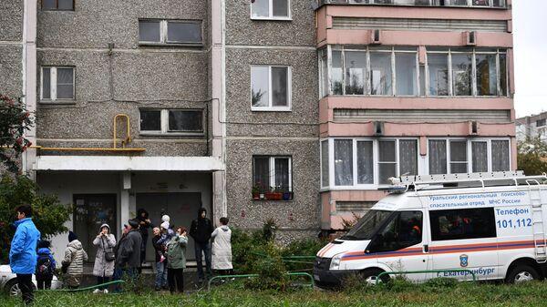 Ситуация у жилого дома в Екатеринбурге, в квартире которого произошел хлопок газа