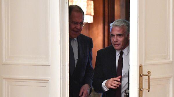 Министр иностранных дел РФ Сергей Лавров и министр иностранных дел Израиля Яир Лапид во время встречи в Москве