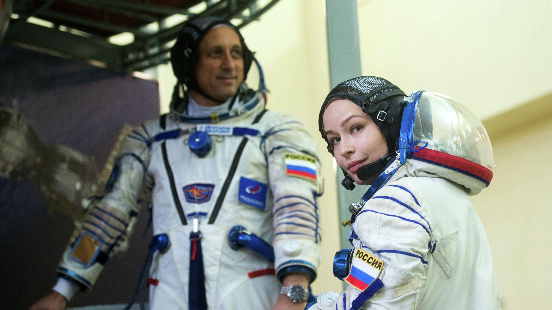 Актриса Юлия Пересильд и космонавт Антон Шкаплеров сдали первые экзамены перед полетом на МКС - РИА Новости, 1920, 17.09.2021