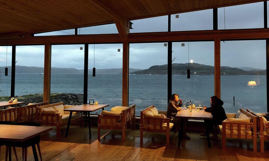 В ресторане одной из гостиниц Териберки