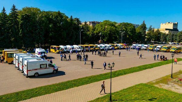 КЧР получила 11 новых школьных автобусов и 17 машин скорой помощи