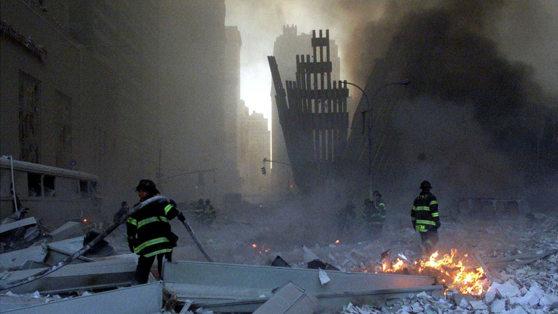 Пожарные на месте теракта 11 сентября 2001 года в Нью-Йорке - РИА Новости, 1920, 12.09.2021