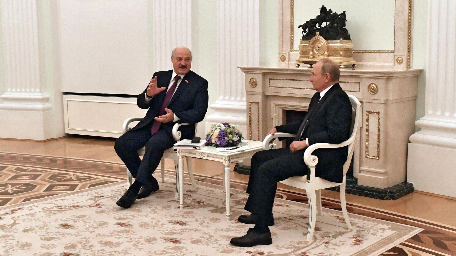 Президент РФ Владимир Путин и президент Белоруссии Александр Лукашенко во время встречи в Москве  - РИА Новости, 1920, 07.10.2021