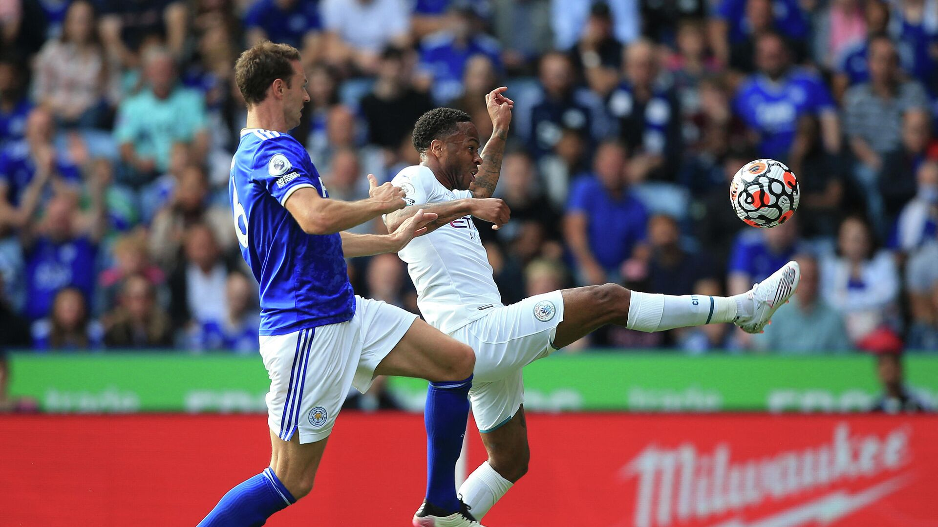 Leicester City's Northern Irish defender Jonny Evans (L) chases Manchester City's English midfielder Raheem Sterling during the English Premier League football match between Leicester City and Manchester City at King Power Stadium in Leicester, central England on September 11, 2021. (Photo by Lindsey Parnaby / AFP) / RESTRICTED TO EDITORIAL USE. No use with unauthorized audio, video, data, fixture lists, club/league logos or 'live' services. Online in-match use limited to 120 images. An additional 40 images may be used in extra time. No video emulation. Social media in-match use limited to 120 images. An additional 40 images may be used in extra time. No use in betting publications, games or single club/league/player publications. /  - РИА Новости, 1920, 11.09.2021