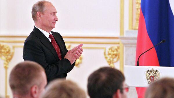 LIVE: Владимир Путин награждает спортсменов