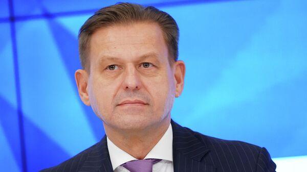 Председатель правления, генеральный директор АО НСПК Владимир Комлев