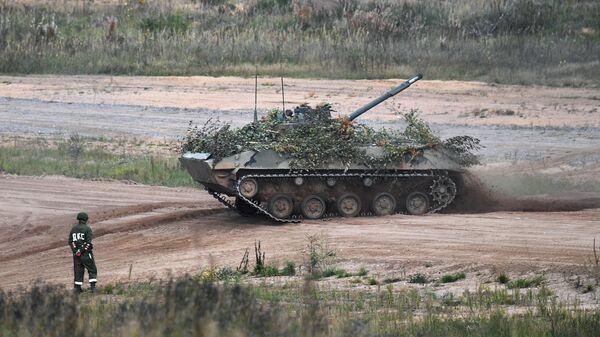 Боевая машина десанта БМД-4 на учениях Запад -2021 вооруженных сил России и Белоруссии в Псковской области