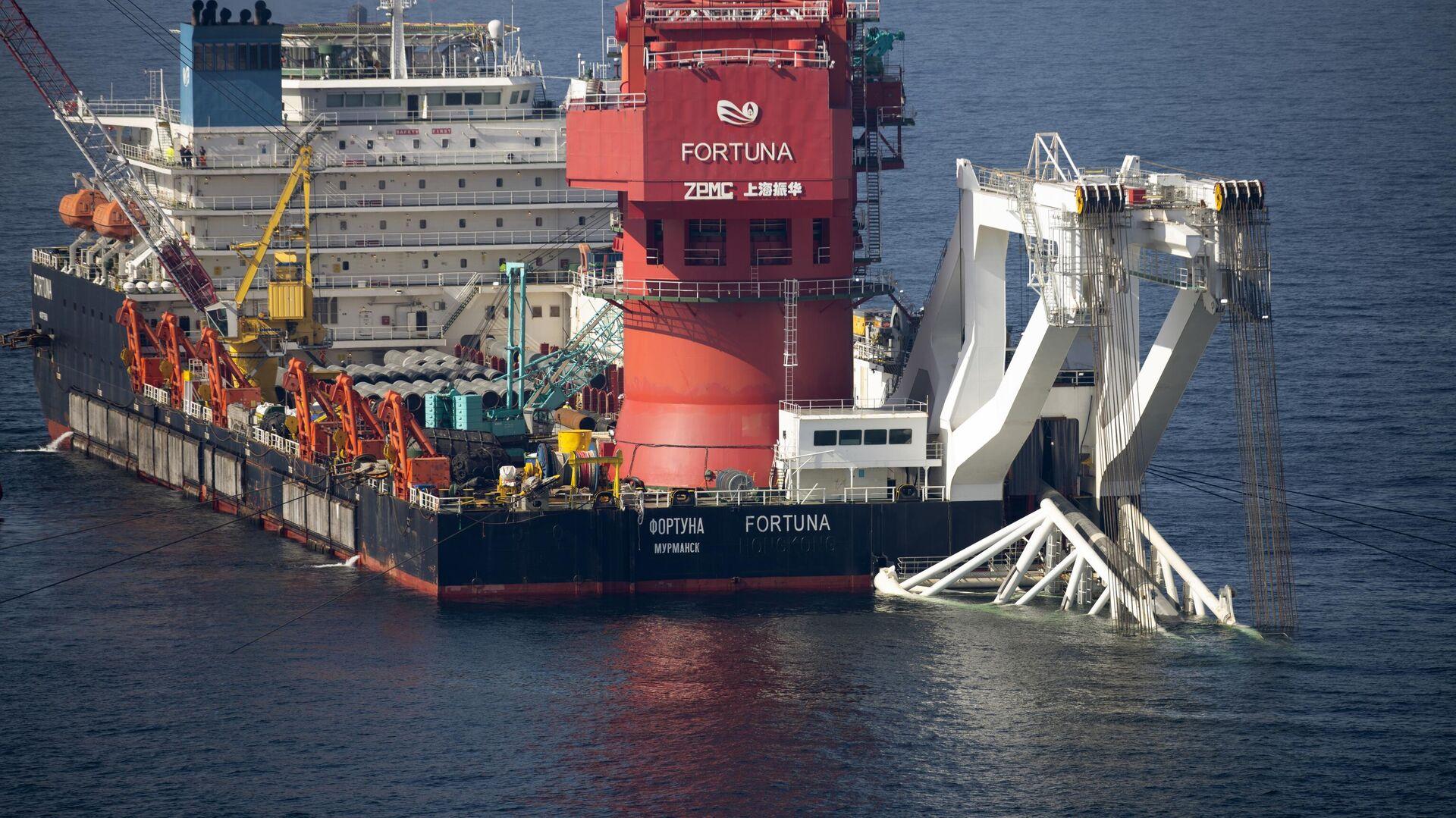 Mногоцелевое судно Фортуна во время трубоукладочных работ в водах Дании - РИА Новости, 1920, 22.09.2021