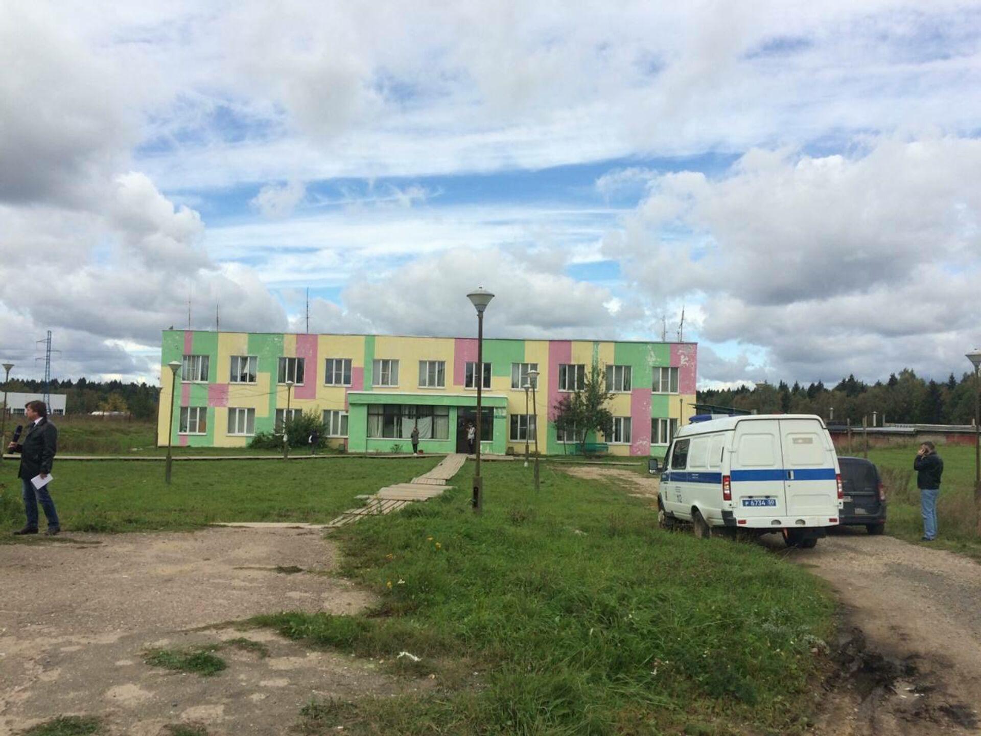 Полиция возле общежития мигрантов - РИА Новости, 1920, 14.09.2021