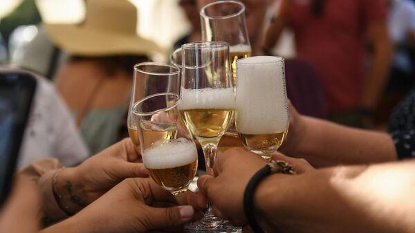 Эксперт рассказал, что будет с ценами на шампанское к Новому году