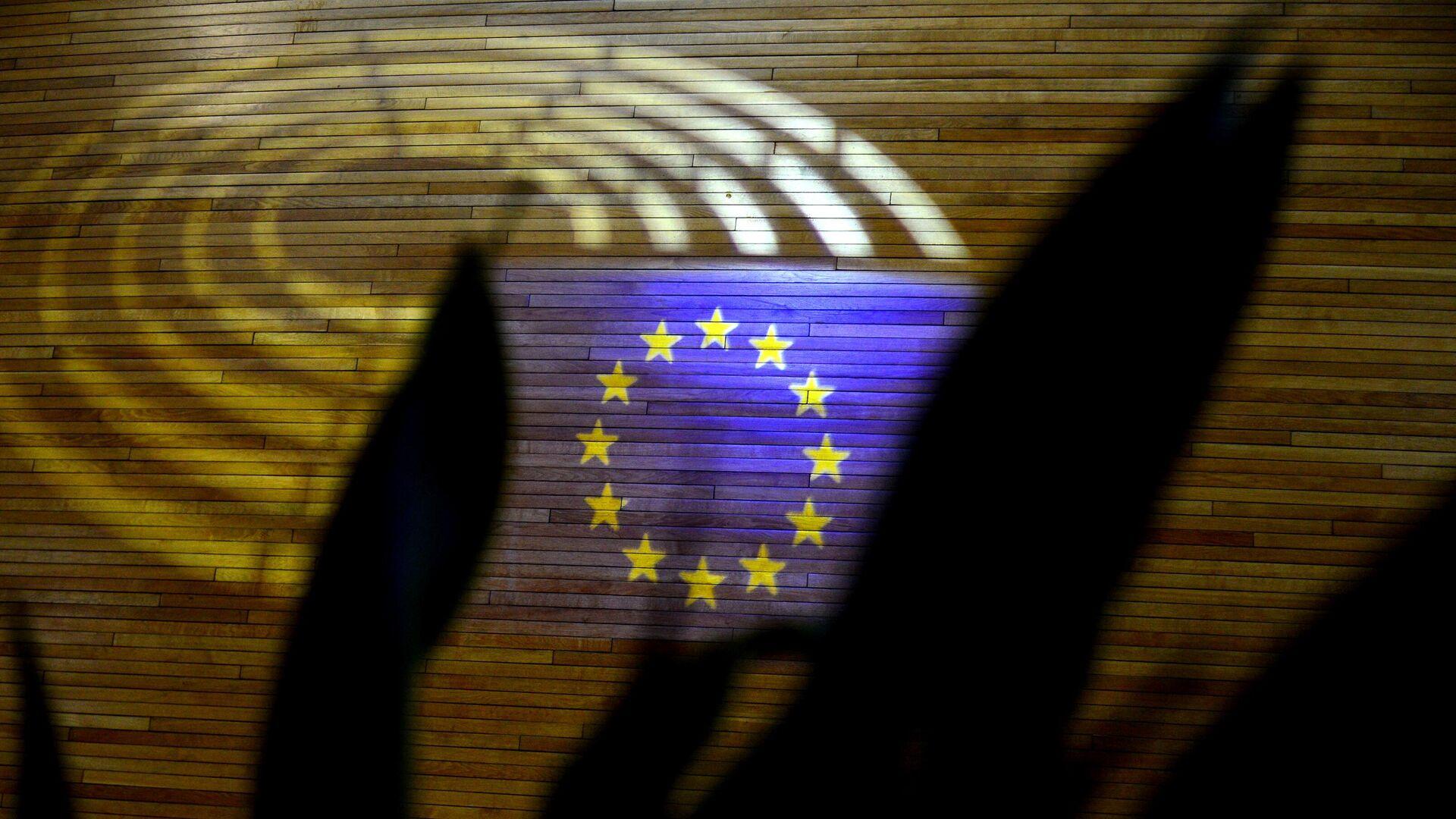 Световая проекция флага Европейского союза в здании Европарламента в Страсбурге - РИА Новости, 1920, 15.09.2021