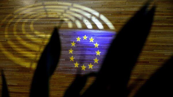 Световая проекция флага Европейского союза в здании Европарламента в Страсбурге